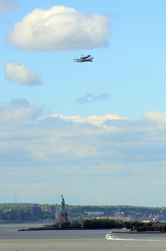 enterprise shuttle, statue of liberty, new york city, nyc, manhattan, iconic