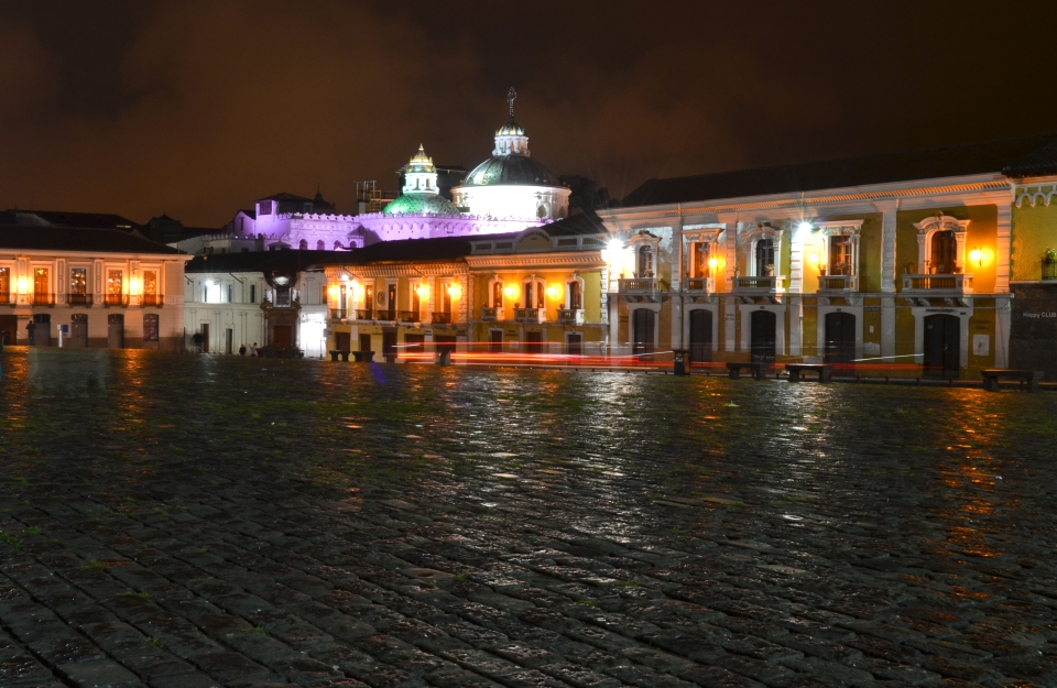 Quito Plaza de San Francisco at night